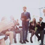 Syv fordele ved at afholde en forretningskonference